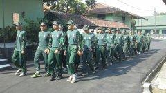 Mahasiswa Latihan Berbaris